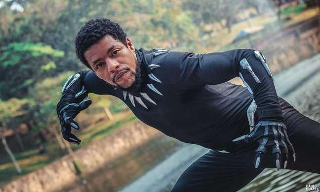 Well é cosplayer e ficou famoso com sua versão do herói Pantera Negra