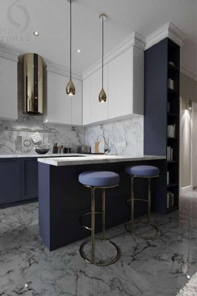 14. Banqueta estofada para decoração de luxo de sala e cozinha americana – Foto: Porus Studio