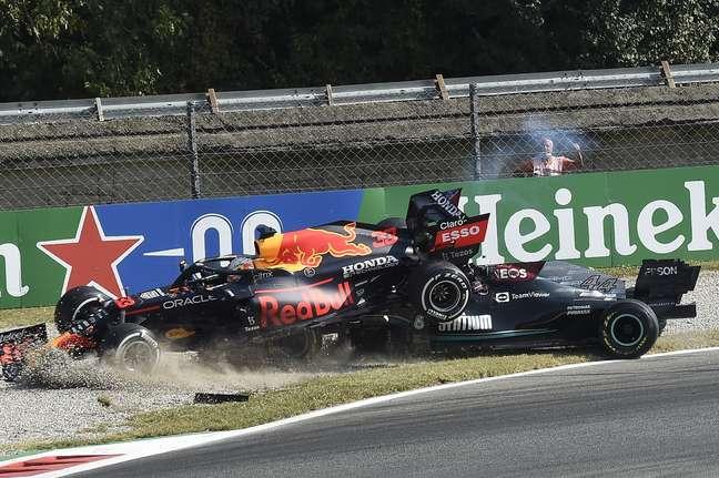 Lewis Hamilton e Max Verstappen bateram de novo e abandonaram o GP da Itália
