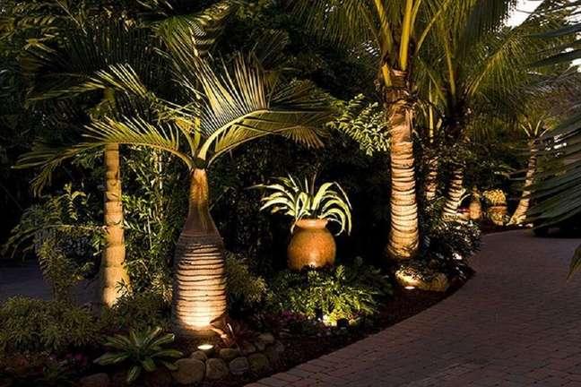 8. Estruture uma boa iluminação para que a área externa possa ser aproveitada também a noite. Foto: habitissimo.com