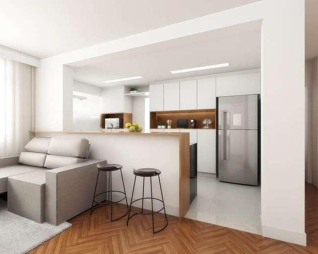 26. Decoração clean com armários planejados para sala e cozinha americana pequena – Foto: Spaze Arquitetura e Interiores