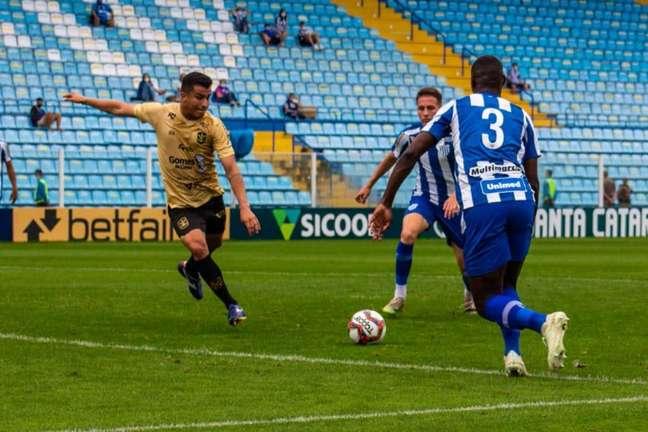 Alessandro marcou o primeiro gol do Marcílio Dias na Copa Santa Catarina (Bruno Golembiewski)