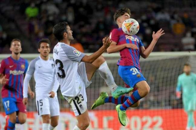 Barça e Granada empataram no Espanhol (Foto: LLUIS GENE / AFP)