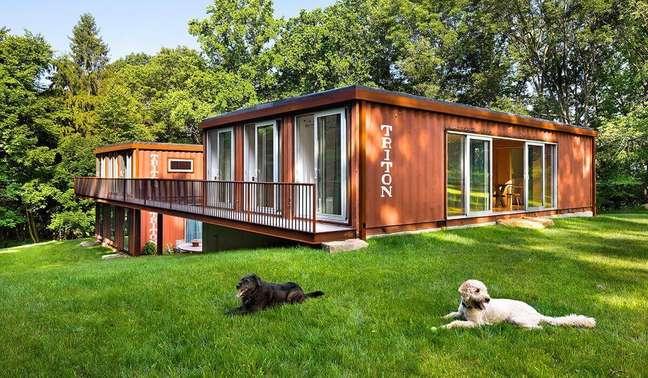 5. Projeto de construção container para casa grande com jardim – Foto: Construct Blog.