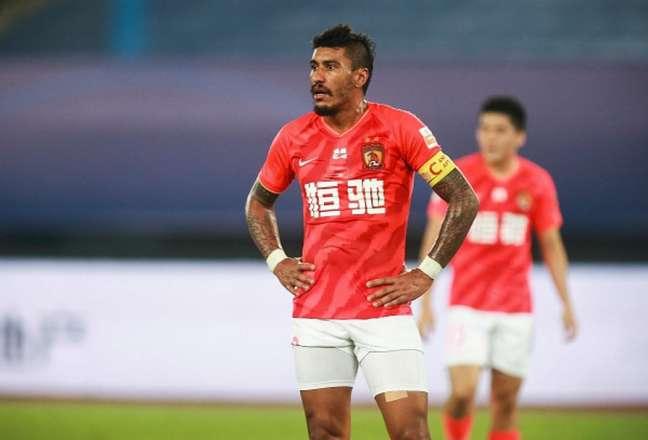Paulinho foi destaque da equipe chinesa (Foto: AFP)