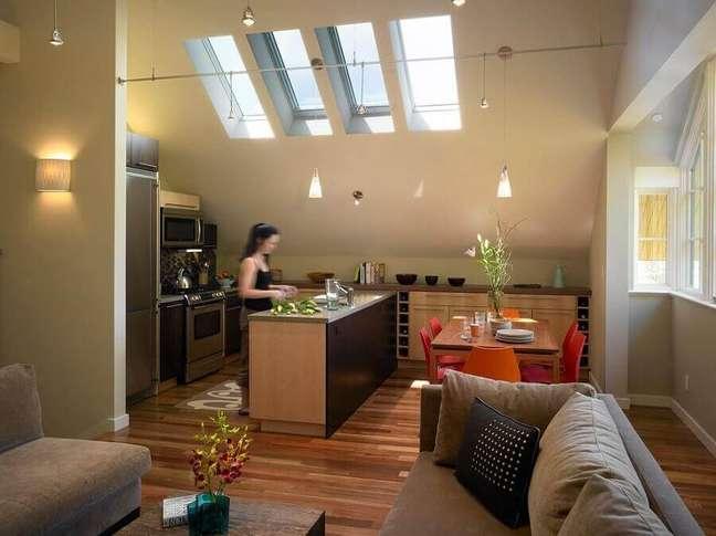 60. Sala e cozinha americana integradas decoradas com moveis de madeira planejados – Foto: Archzine