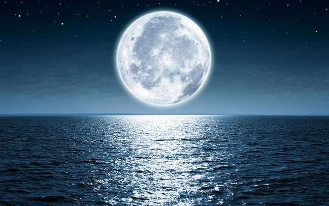 Aproveite o momento de emoções profundas para fazer o banho para Lua Cheia em Peixes - Shutterstock.