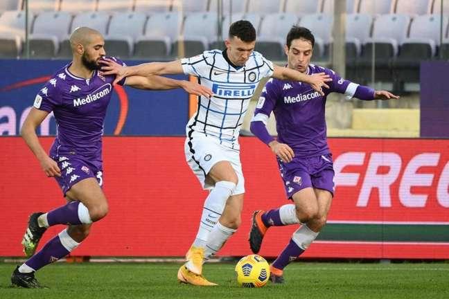 Fiorentina e Inter de Milão brigam nas primeiras posições neste início de Lega Serie A (Foto: VINCENZO PINTO / AFP)