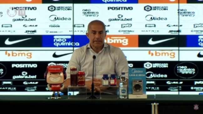 Sylvinho chegou a sua 23ª partida pelo Corinthians (Foto: Reprodução/Corinthians TV)