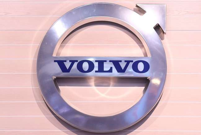 FILE PHOTO: The logo of Swedish truck maker Volvo is pictured at the IAA truck show in Hanover, September 22,  2016.  REUTERS/Fabian Bimmer/File Photo