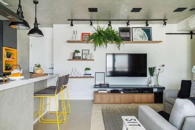 22. Cimento queimado para decoração de sala e cozinha americana – Foto: SP Estúdio Arquitetura