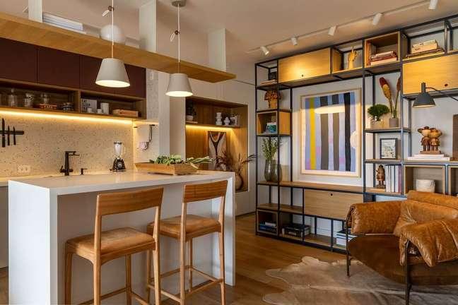 5. A ilha de cozinha ajuda na separação de ambientes. Foto: André Nazareth