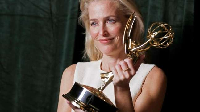 """Gillian Anderson venceu Emmy de melhor atriz coadjuvante em série dramática ao interpretar primeira-ministra Margareth Thatcher na série """"The Crown"""""""
