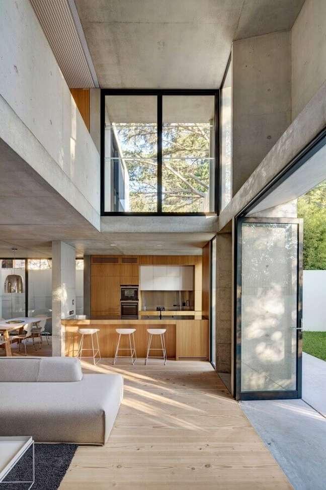 35. Decoração estilo industrial para casa com sala e cozinha americana – Foto: Nobbs Radford Architects