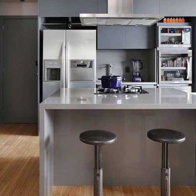 63. Tons de cinza para decoração de sala e cozinha americana modernas planejadas – Foto: Mandril Arquitetura e Design