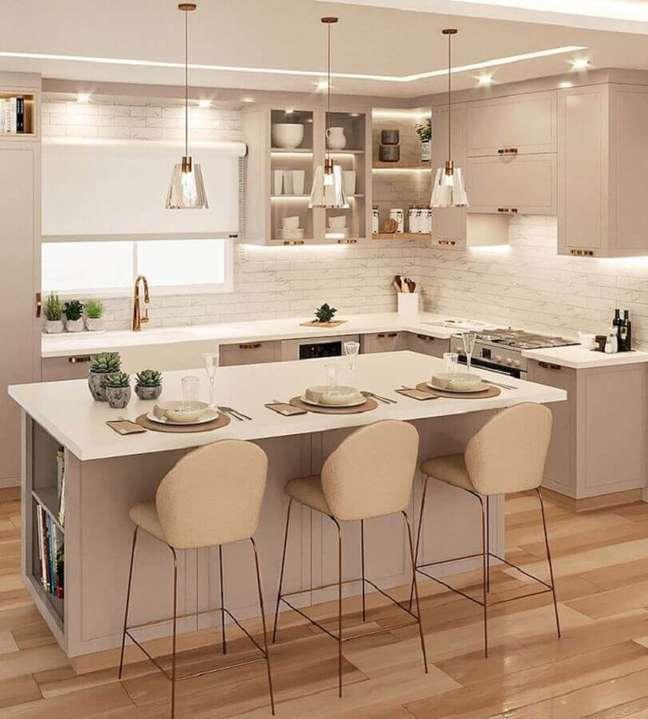 31. Decoração em cores claras para sala e cozinha americana com ilha – Foto: Samira Mioto Interiores
