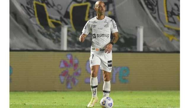 Diego Tardelli fez sua estreia no Santos na partida contra o Athlético-PR (Foto: Ivan Storti/Santos FC)
