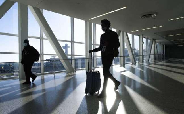 Passageiros no Aeroporto Internacional John F. Kennedy, em Nova York