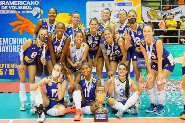 Jogadoras do Brasil comemoram título do Sul-Americano pela 22ª vez Divulgação Inderbarranca