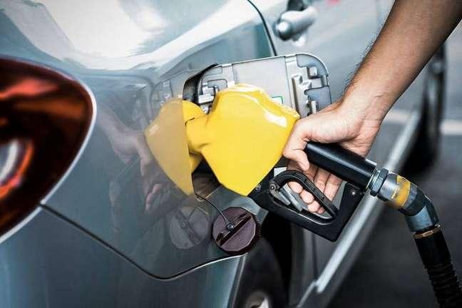 Gasolina ficou até 30% mais cara em 2021.