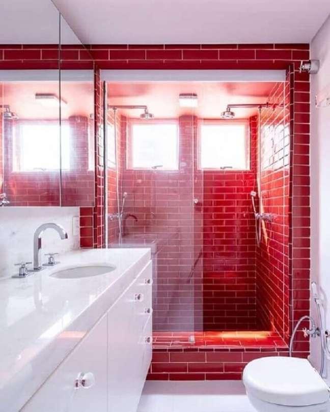 18. Decoração de banheiro com piso vermelho e branco. Fonte: Casa de Valentina