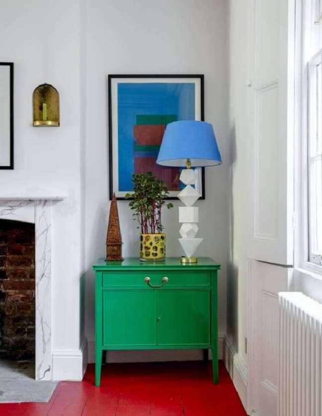 28. O piso vermelho combina com diferentes elementos decorativos. Fonte: House & Garden Magazine UK