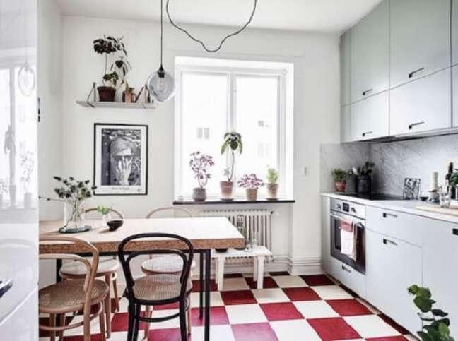10. Aposte no piso xadrez vermelho. Fonte: My Scandinavian Home