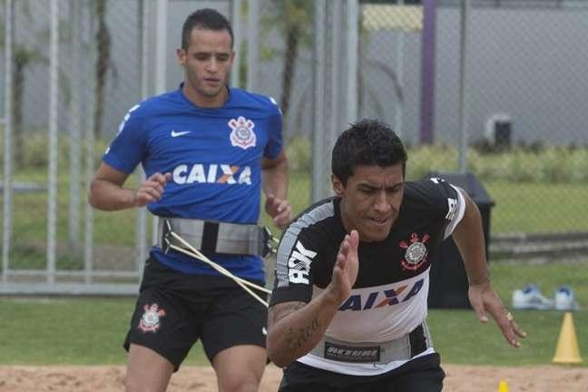 Renato Augusto e Paulinho podem se reencontrar no Corinthians em 2022 (Foto: Daniel Augusto Jr./Ag. Corinthians)