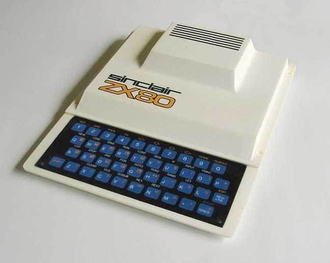 O ZX80 era tão barato que nem tinha parafusos, era fechado por rebites de plástico.