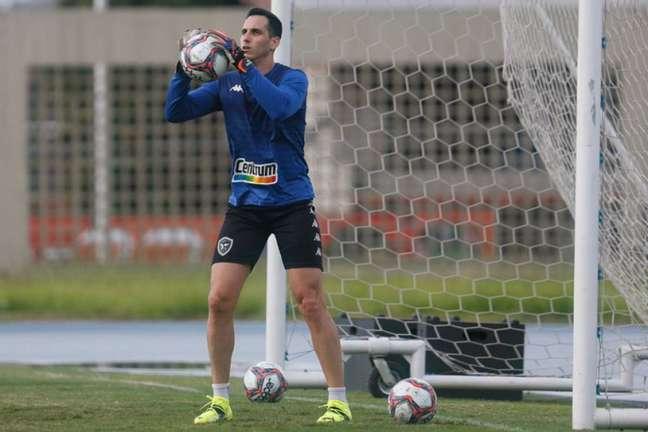 Gatito em treino do Botafogo (Foto: Vítor Silva/Botafogo)