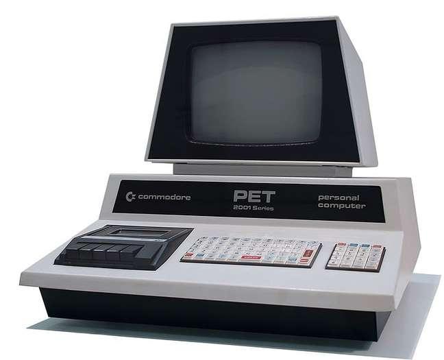 Em sua defesa o Commodore PET era bem completo.