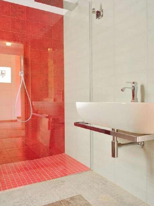 22. Decoração simples para banheiro com piso vermelho e branco. Fonte: Houzz
