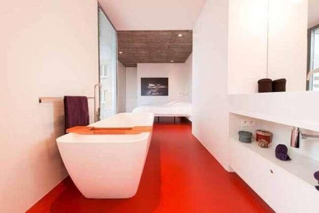 50. Uma das vantagens do piso porcelanato líquido é que o revestimento não absorve líquidos. Fonte Ideiasdecor