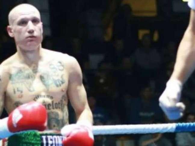 Michele Brioli gerou enorme revolta ao entrar no ringue com tatuagens neonazistas no corpo