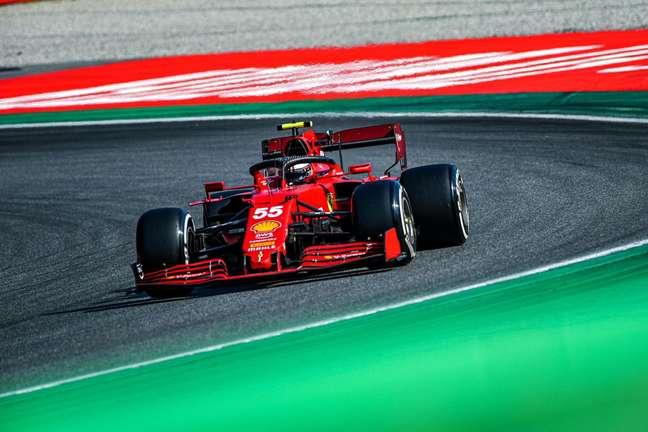 Carlos Sainz segue com bons resultados, apesar de acidentes