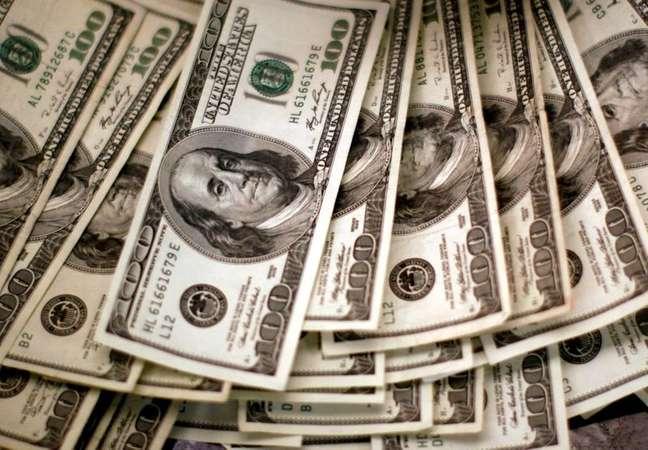 Dólar acompanha recuperação do apetite por risco global e cede terreno ante real  03/11/2009 REUTERS/Rick Wilking