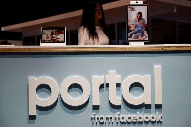Exposição de dispositivo de video chamadas Portal, do Facebook. 30/4/2019. REUTERS/Stephen Lam