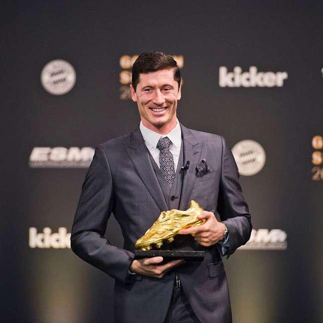 Lewandowski recebeu o troféu Bola de Ouro nesta terça-feira Reprodução Instagram @_rl9