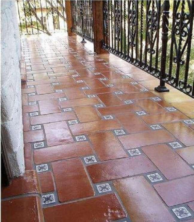 42. Pisos antigos vermelhos são grandes clássicos. Foto Rustico Tile and Stone