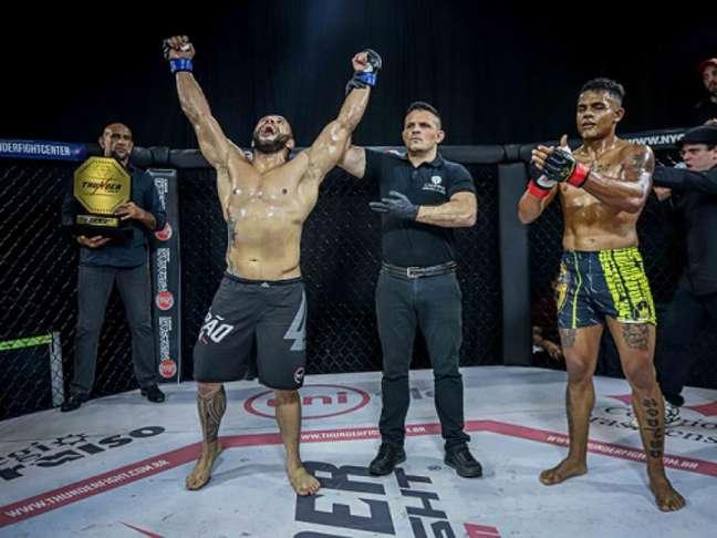 Filipe Moitinho superou Rafael Maritaca no main event do Thunder Fight 30 (Foto: Divulgação)