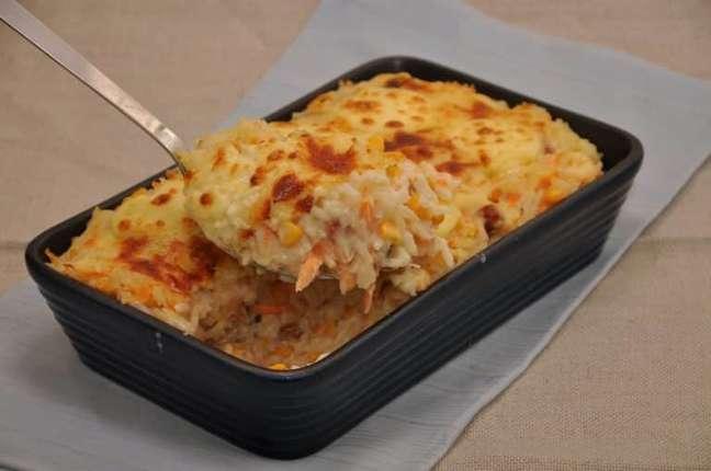 Guia da Cozinha - Arroz cremoso com milho e bacon para uma refeição rápida e saborosa
