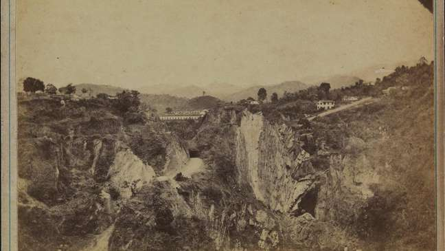 Com as descobertas das minas no interior do Brasil, praticamente todo ouro em circulação no mundo saía das Américas.