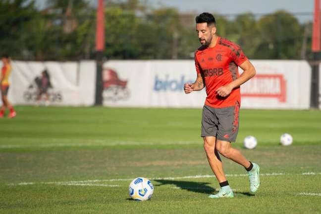 Isla vem perdendo espaço para Matheuzinho após fase ruim no Flamengo (Foto: Alexandre Vidal/Flamengo)