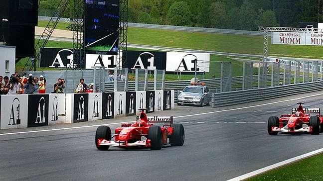 Carlos Sainz disse que não se vê como Rubens Barrichello foi para Michael Schumacher na Ferrari