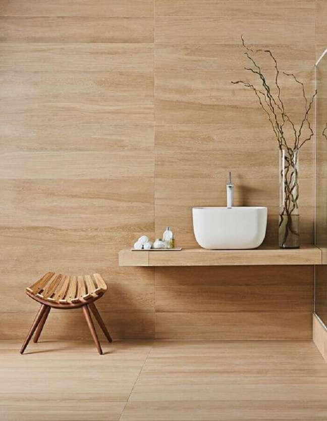 26. Decoração de banheiro amadeirado – Foto: Behance