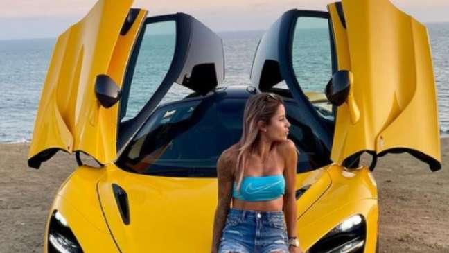 Leticia Bufoni exibe seu McLaren 720S Divulgação Redes sociais