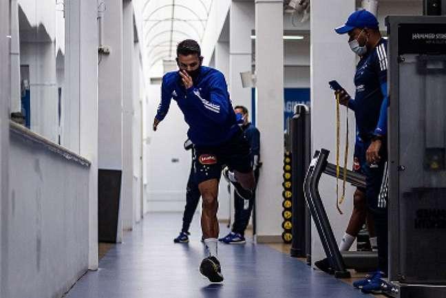 Henrique dificilmente terá condições de jogar este ano pelo Cruzeiro (Gustavo Aleixo/Cruzeiro)