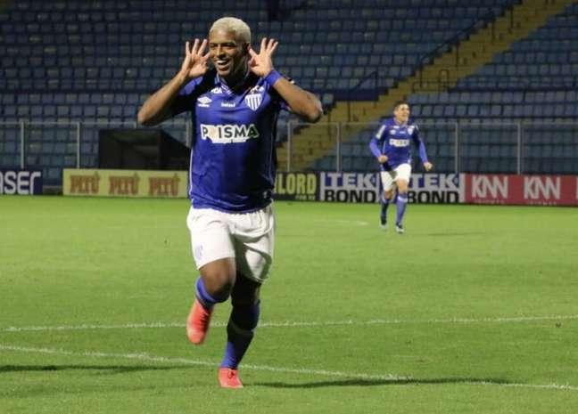 Jonathan marcou o gol da última vitória do Avaí já no fim da partida (Frederico Tadeu/Avaí F.C.)