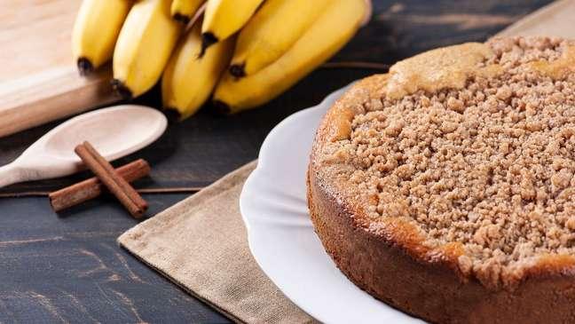 Cuca de banana é fácil de fazer e uma delícia!