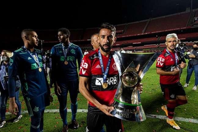 Isla é o titular do Flamengo na lateral direita (Foto: Alexandre Vidal/Flamengo)